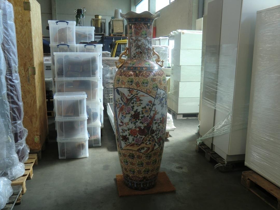 2 gro e chinesische vasen h he ca 170 cm von ca 30 50cm. Black Bedroom Furniture Sets. Home Design Ideas